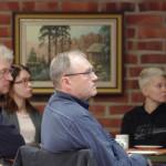 Liperiläinen Ari Kuronen (kesk.), Paiholan vastaanottokeskuksen johtaja, neuvoi käyttäytymään mahdollisimman normaalisti turvapaikanhakijoita kohtaan.