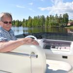 Martti Jormanainen toteaa, että kesällä mieluisin ohjauspaikka on yläohjaamo.