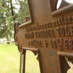 Moni Liperin kirkonkylän hautausmaan muistomerkki  on seissyt paikallaan yli vuosisadan.