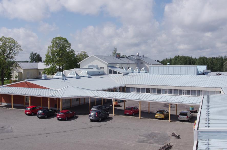 Liperin koulukeskuksen vanhin osa on vuodelta 1954, jonka jälkeen sitä on laajettu kuudesti. Arkistokuva kesältä 2016.