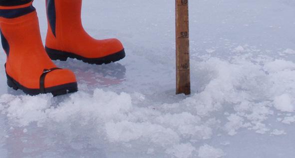 Vuonna 2016 tammikuun puolivälin paikkeilla jäätä oli jo liki puoli metriä.