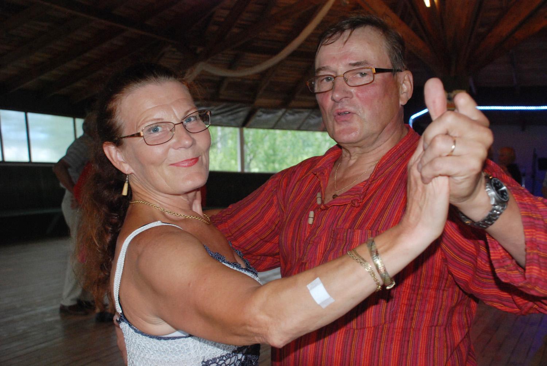 Hilkka ja Leo Honkanen ovat tanssilavojen suurkuluttajia.