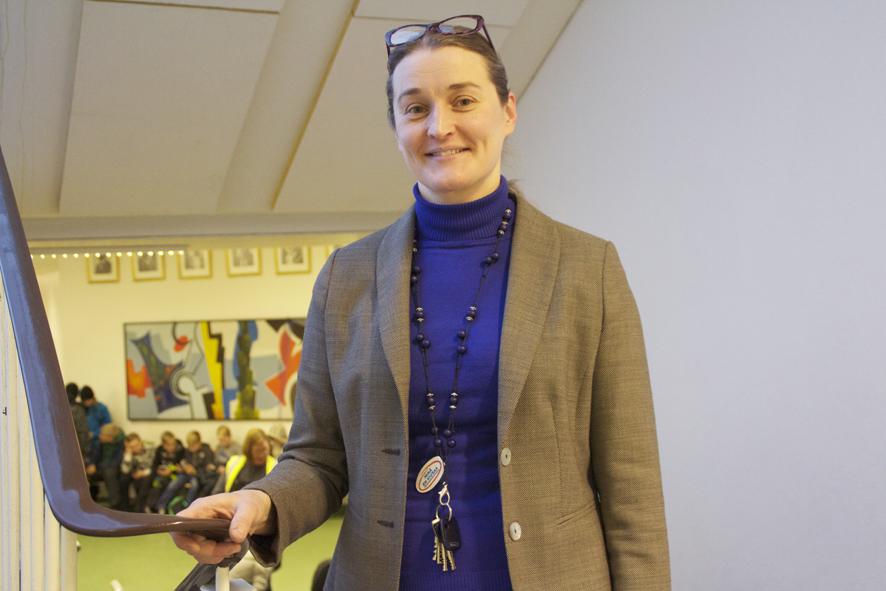 Liperin koulun rehtori Maarit Pennanen harrastaa liikuntaa vuodenaikojen mukaan: sulan maan aikaan hän pyöräilee, talvisin hiihtää.