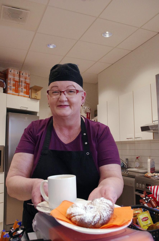 Arja Ignatius on Terk-kahvion hoitaja ja nykyisin toisten ohjaaja.