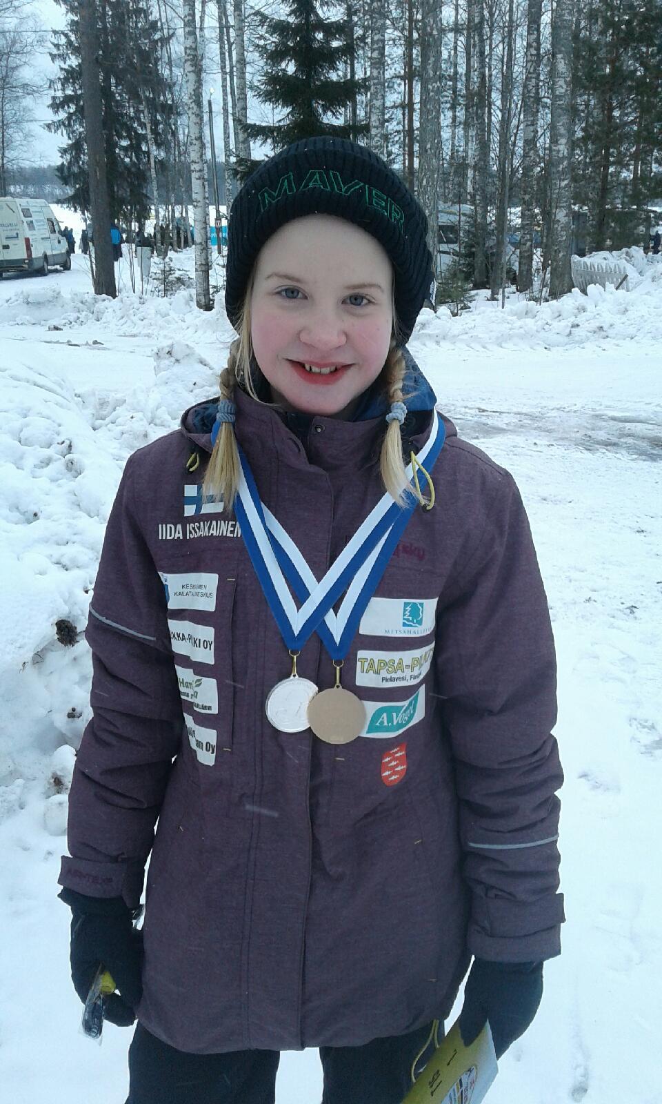 Iida Issakainen voitti henkilökohtaisen kullan ja joukkuehopean pilkinnän SM-kilpailuissa. Kuva: Mika Issakainen