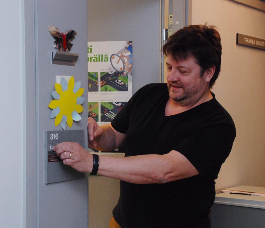 Kalevi Harisen työhuoneen ovenpielessä ei jatkossa lue enää kunnaninsinööri vaan rakennustarkastaja.