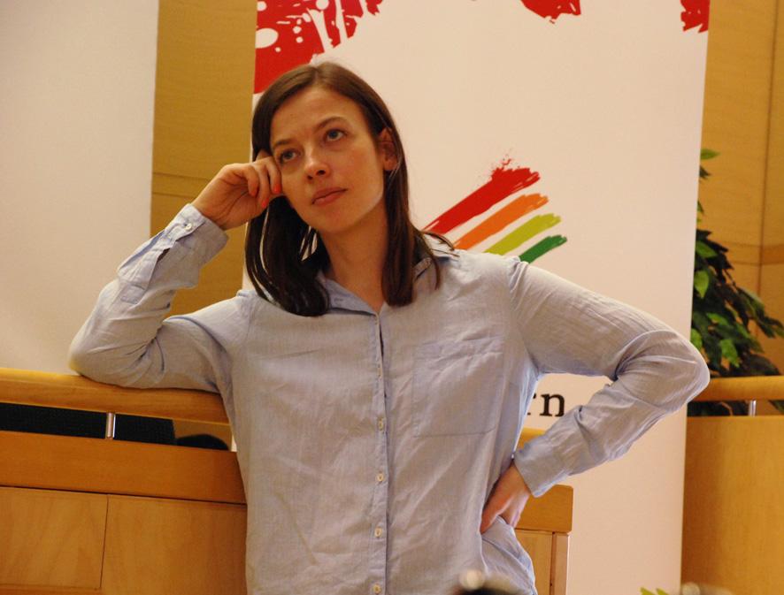 Li Andersson kuunteli mietteliäänä rääkkyläläisten kysymyksiä.