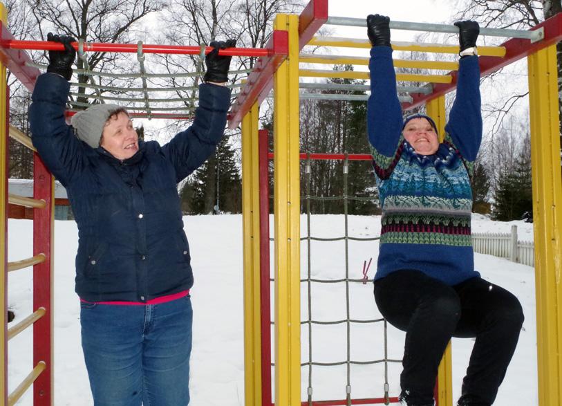 Mervi Turunen (vas.) ja Auli Rouhiainen kokevat kuntoilun tuoneen heille itselleen virtaa varteen.