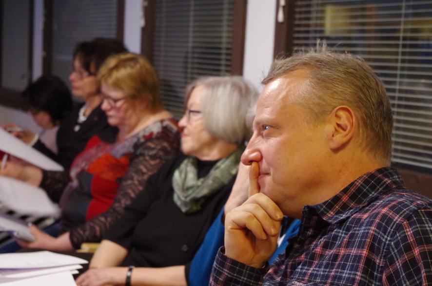 MTK-Liperin sihteeri Jari Rouvinen kuunteli, mitä mahdollisuuksia tuottajatori tarjoaa paikkakunnan kehittämiseen.