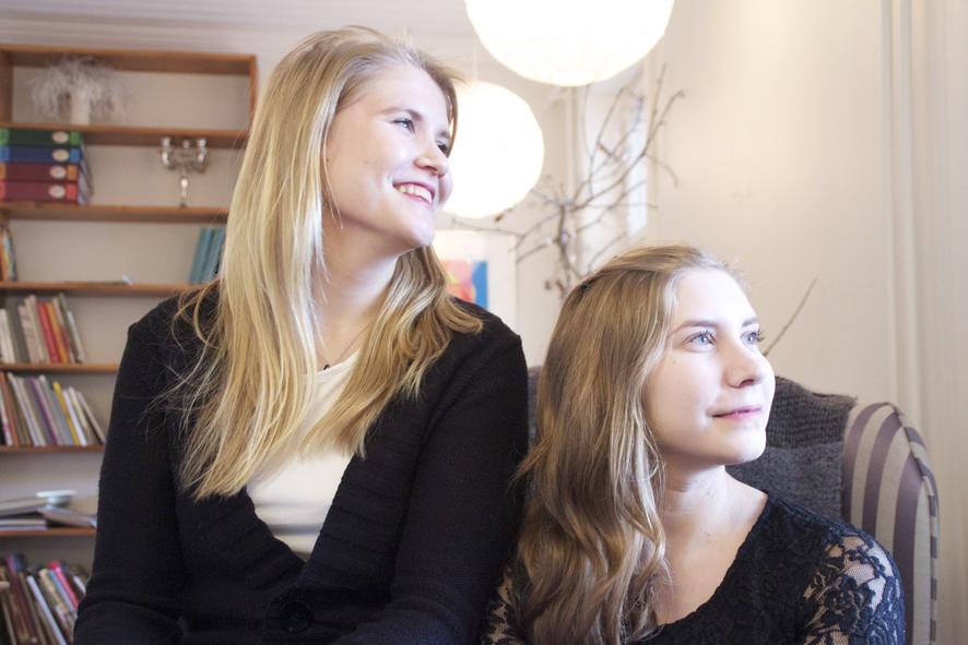 Jaamalta kotoisin olevat Minna-Mari ja Tiina Vaittinen laulavat konsertissaan 18 laulua rakkaudesta.