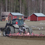 Kari Niirasen pelloilla on kylvetty reilun viikon ajan.