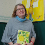 Anne-Maria Björninen rakastaa värejä, ja se näkyy hänen maalauksissaan.
