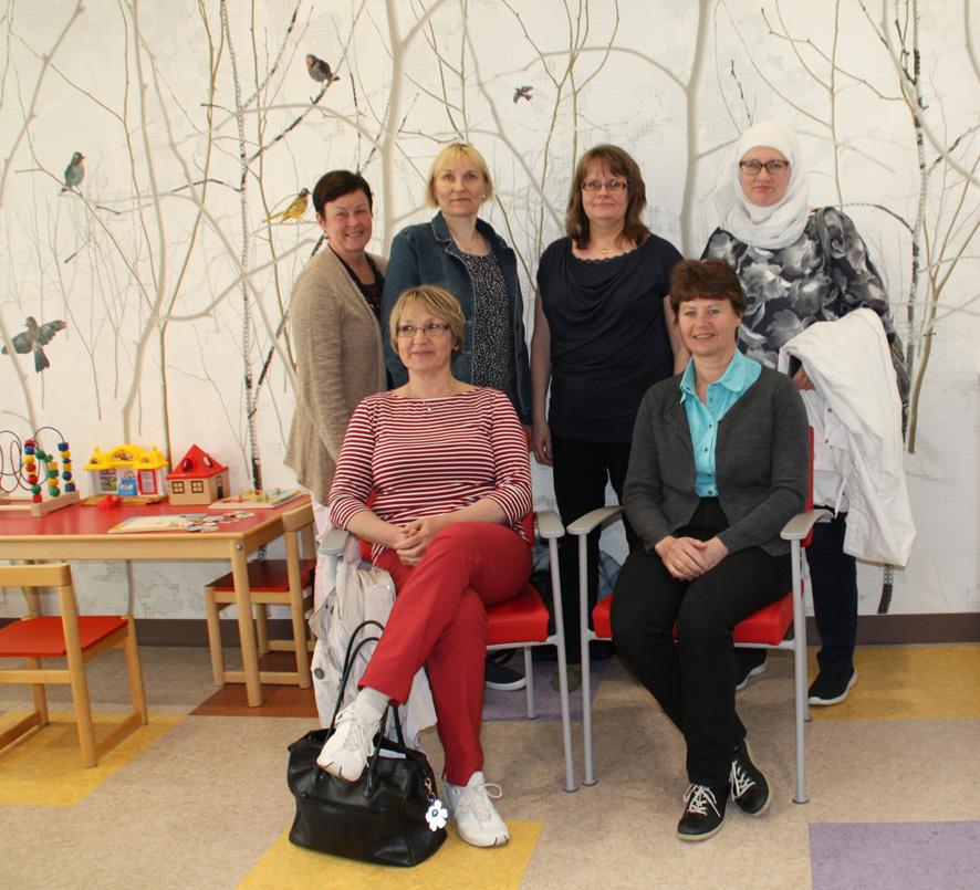 Yhteisöasuminen kiinnosti Liperin terveyskeskuksessa vierailleita.