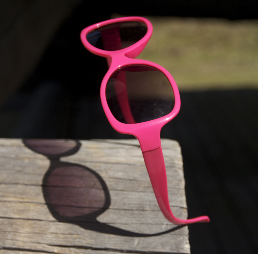 Aurinkolasit sopivat kesälomaan paremmin kuin työsähköposti.