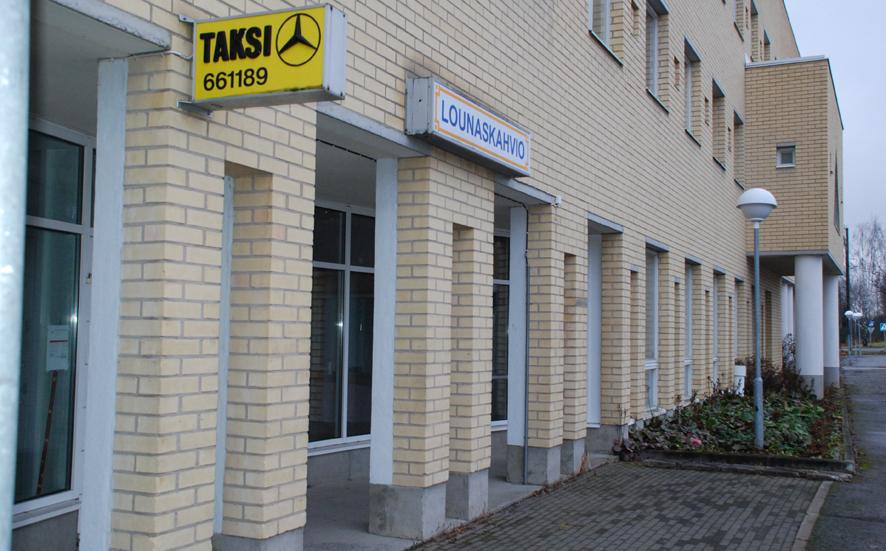 Tilassa toimi aikoinaan lounaskahvio, ja vieressä oli myös Rääkkylän taksiasema. Arkistokuva.