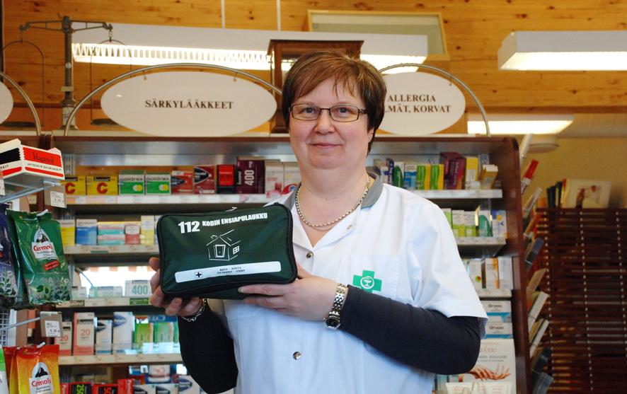 Mirja Matikainen on ehtinyt työskennellä Rääkkylässä apteekkarina kahdessa eri kiinteistössä, sillä lääkeaitta muutti uusiin tiloihin vuosi sitten. Arkistokuva.