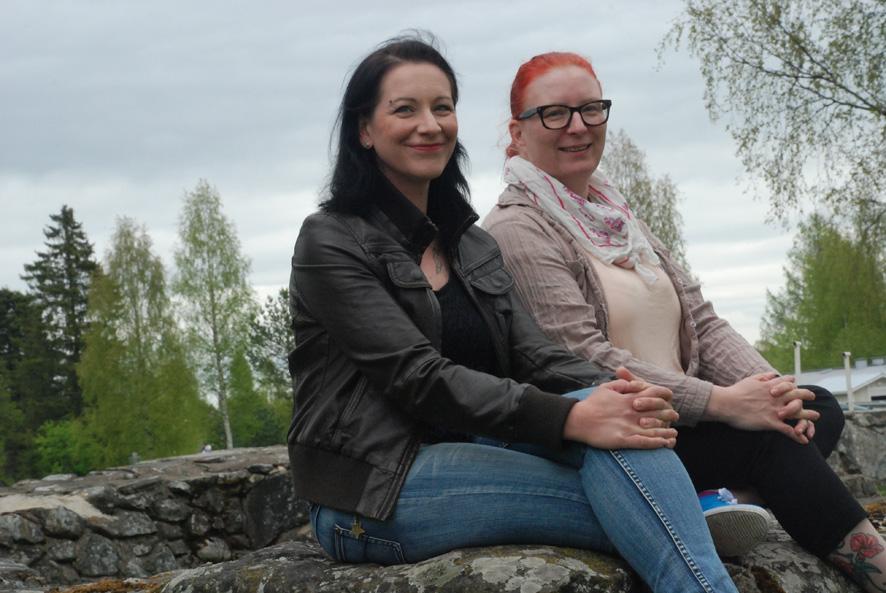 Paula Saastamoinen ja Minna Penttinen ovat Rääkkylän uusimmat hoiva-avustajat.