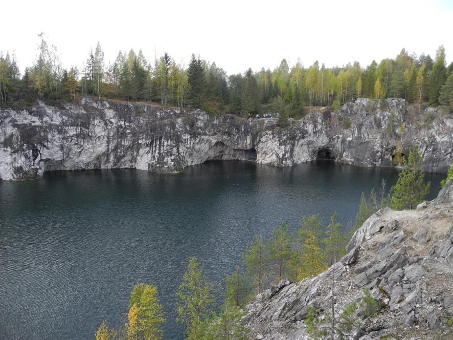 Ruskealan marmorilouhos tuttu monelle Venäjällä matkailleelle suomalaiselle, sillä se sijaitsee lähellä Värtsilää Sortavalaan suunnatessa.