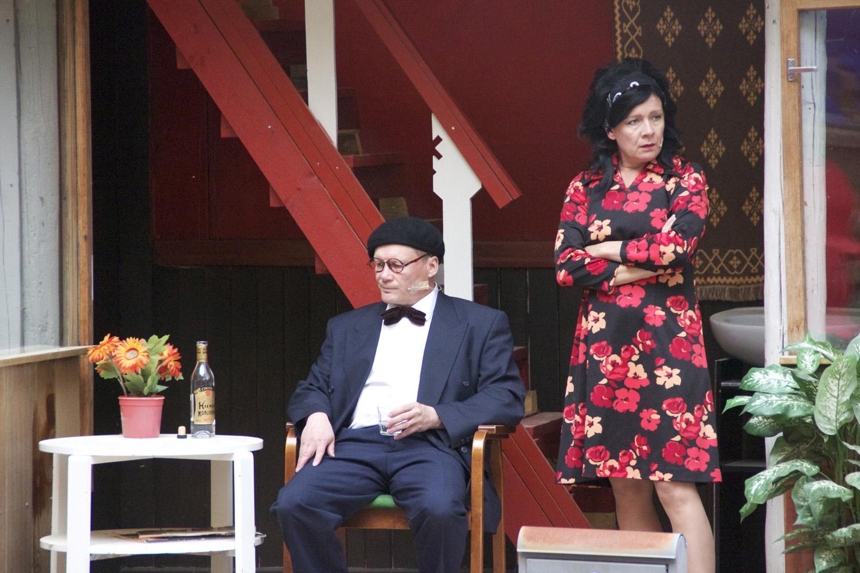 Harri Hiltunen esittää Unto Monosta, Anne Vänskä tämän vaimoa.