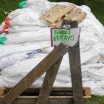 Erityisesti suuria lannoitesäkkejä on tuotu runsaasti Rääkkylän keräyspisteelle.