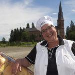 Liperiläissyntyinen Tarja Ikonen on karauttanut leipäpitäjän torille myyntiauto Näpsällään reilun parin vuoden ajan.