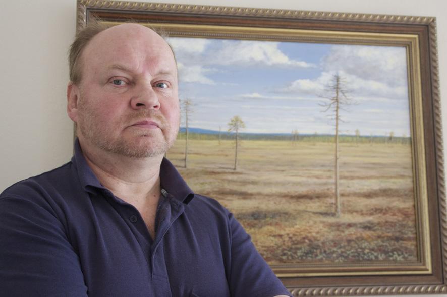 Liperin kirkonkylälle taidemyyntinäyttelyn avannut Veikko Luostarinen kertoo, että syntymävika motivoi häntä tarttumaan siveltimeen.