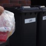 Taloyhtiöiden roskakatoksissa on jo usein lasin ja metallin keräysastiat, mutta ei vielä paikkaa pakkausmuoville.