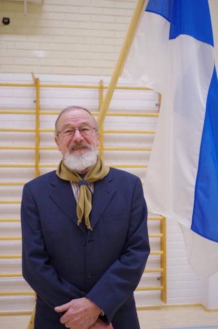 Juhani Silvennoinen  oli juhlistamassa liperiläislippukunnan pyöreitä vuosia koulukeskuksella.