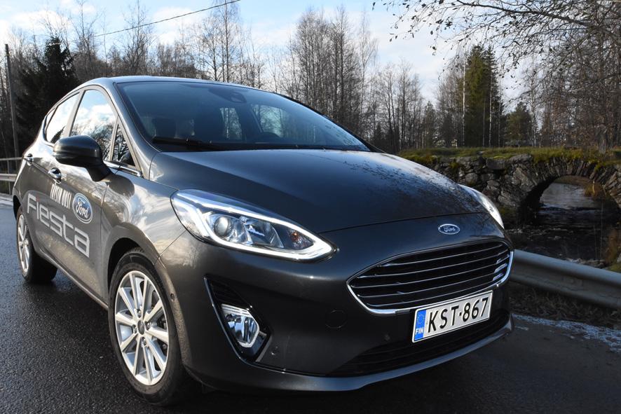 Ford Fiesta edustaa hyvin pienempien autojen selvästi kehittyneitä ajo-ominaisuuksia ja varustelua.