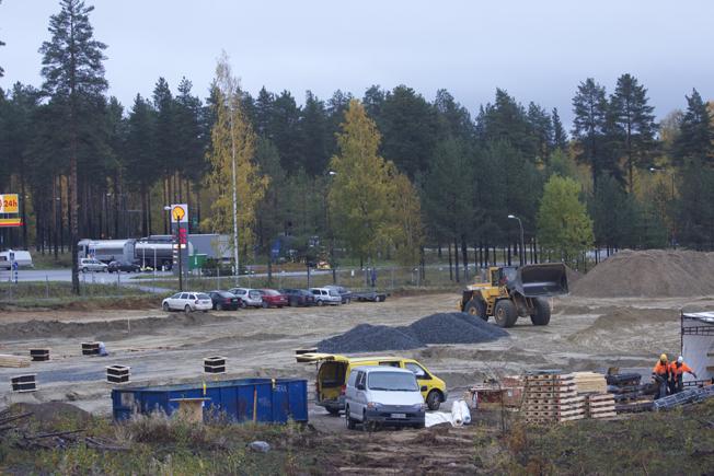 Liikekeskusta rakennetaan parasta aikaa Ylämyllylle.
