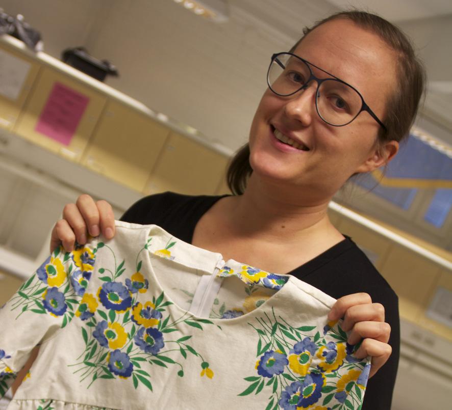 Mirka Kosunen ompelee mielellään vaatteita myös kierrätetyistä kankaista.