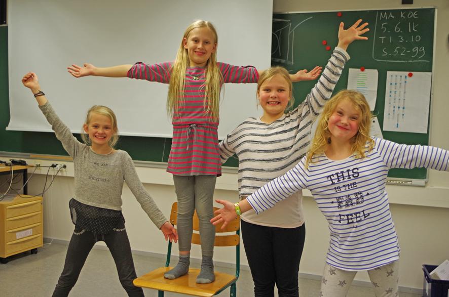 Mella Käck (vas.), Meea Käck, Saara Huikuri ja Saga Tuovinen harrastavat näyttelemistä.