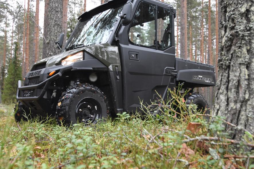Vaikka Polaris Rangerilla ajaa maantielläkin, niin jotenkin metsä tuntuu luontevammalta ympäristöltä.