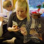 Elopea Karhu taiteilee katiskaverkosta tähteä.