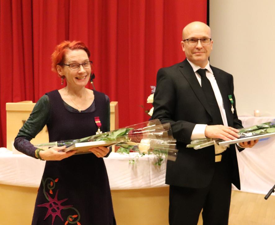 Anne Karttunen-Kuisma ja Mika Hirvonen palkittiin risteille yrittäjäjuhlassa. Kuva: Esa Nevalainen