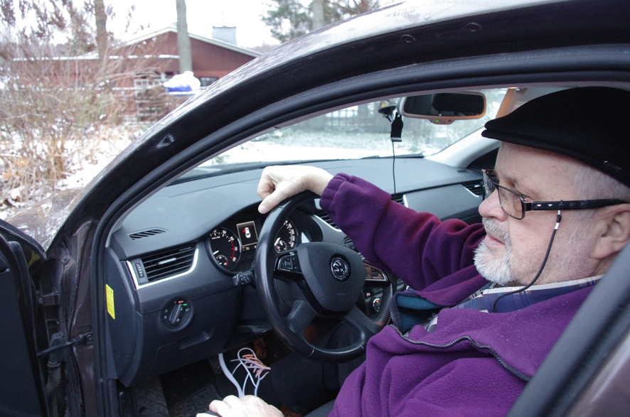 Kotiseutu-uutisten entinen päätoimittaja Tarmo Nenonen autoilee aktiivisesti eläkepäivillään.
