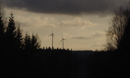 Varkauden kupeeseen rakennettiin tänä vuonna tuulipuisto, joka näkyy hyvin valtatie 23:lle.
