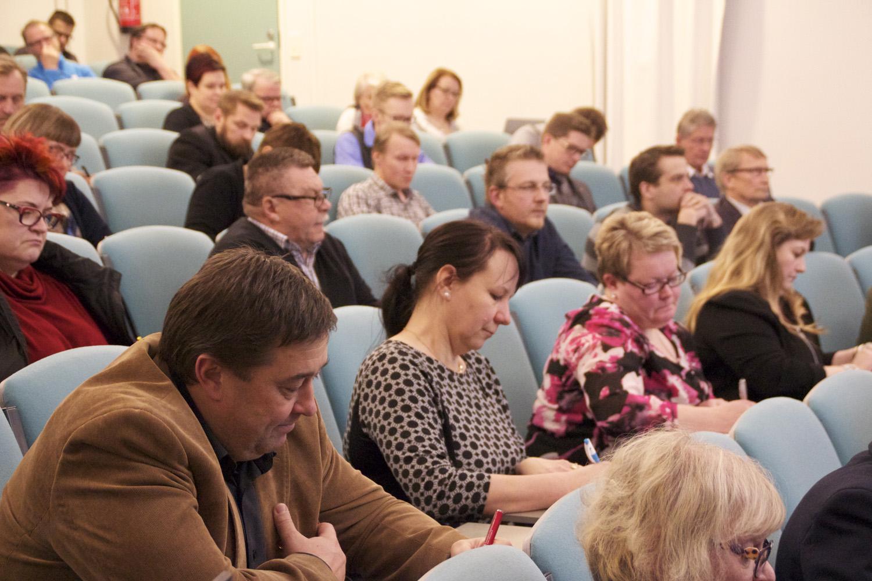Harvoin Liperin kunnanvaltuuston kokous kiinnostaa niin suurta ihmisjoukkoa kuin kuluvan viikon maanantaina. Kuva: Jutta Kurki