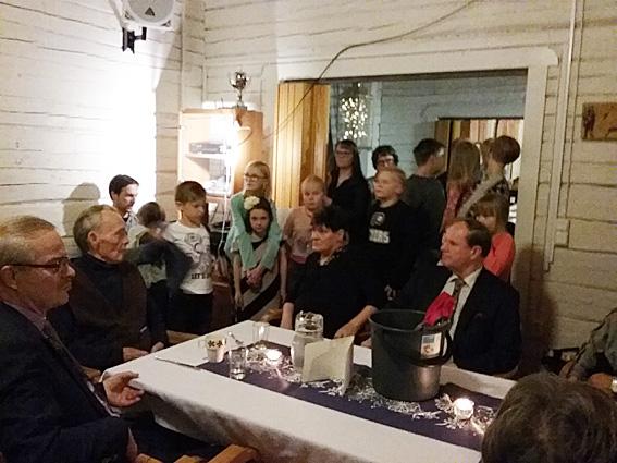Koulun 100-vuotisjuhlia vietettiin hirvipeijaisten yhteydessä. Kuva: Ossi Makkonen