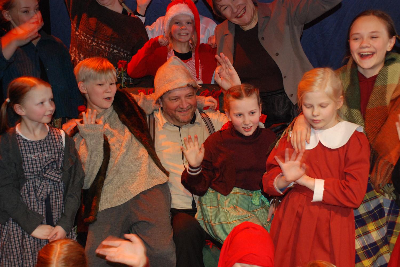 Saiturin joulun työryhmä on kuin yhtä suurta perhettä; yhdessä tekemisen ilo välittyi katsomoon saakka.