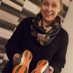 Mira Loponen osti itselleen elämänsä ensimmäiset piikkarit täytettyään 40 vuotta.