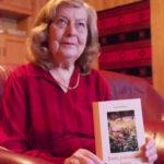 Paula Huttunen on ilahduttanut viime vuoden puolella ilmestyneellä runokirjallaan muun muassa ystäviään.