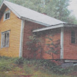 Yksi uhreista kuristettiin kotimökkiinsä Korpivaarassa. Kuva vuoden 2002 Kotiseutu-uutisista