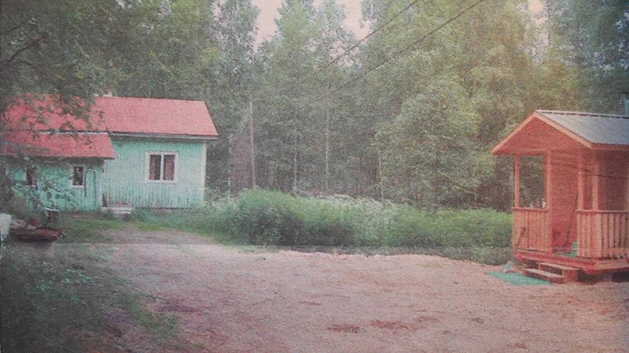 Kaksi surmatyötä saivat alkunsa pariskunnan kotimökiltä Korpivaarasta. Kuva vuoden 2002 Kotiseutu-uutisista