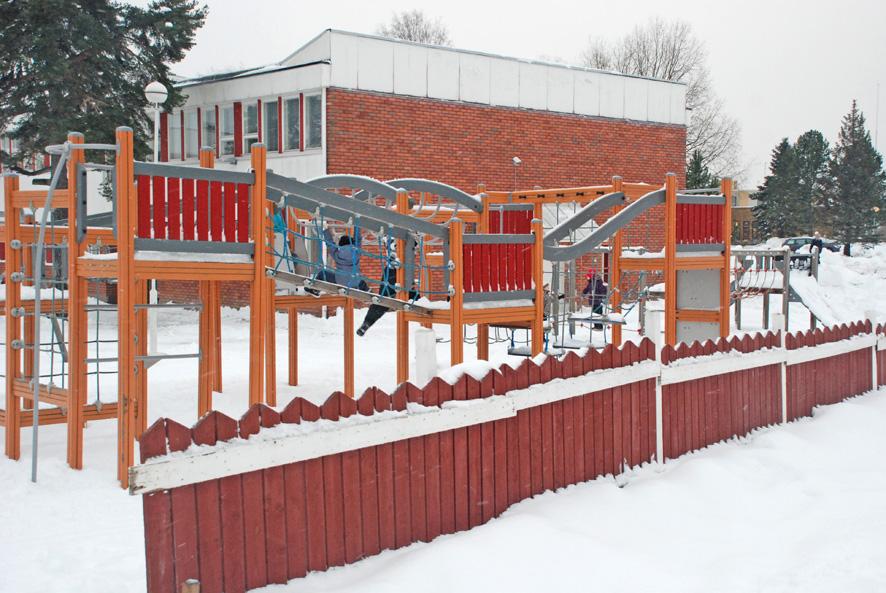 Rääkkylän tiiliverhottu alakoulu on rakennettu 1960-luvun loppupuolella.