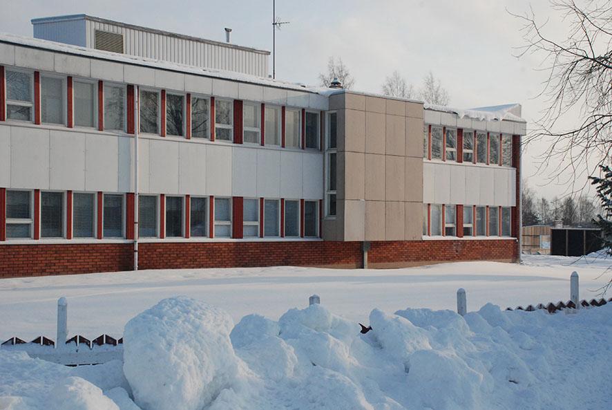 Alakoulun rakennuksessa opiskellaan nyt viimeisiä päiviä, sillä loputkin oppilaat siirtyvät väistötiloihin hiihtoloman jälkeen.