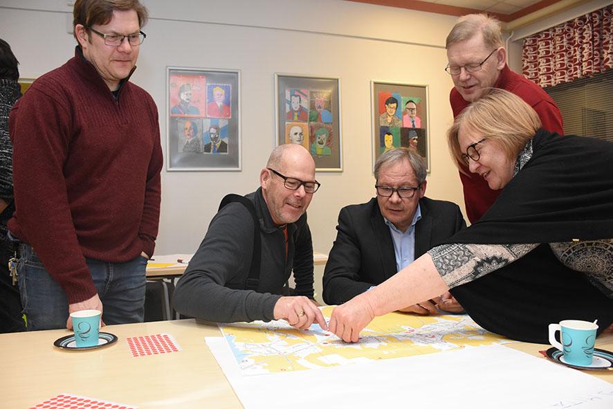 Inhokkien lista kartalla täyttyi nopeasti. Täppää laittoi paikalleen Katariina Kolmonen. Mukana myös Jouni Hyttinen, Martti Jormanainen, Kari Leskinen ja Lauri Volmanen.