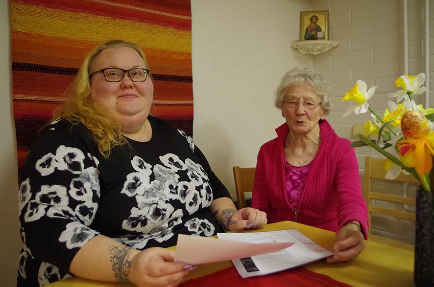 Sekä Terhi Sakara että Salme Hiltunen katsovat luottavaisina vapaaehtoistyön tulevaisuuteen.