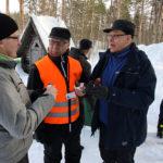 Paavo Tanskanen (vas.), Pekka Nuutinen ja Esko Jokiniemi keskustelivat muun muassa hirvien metsille aiheuttamista vahingoista.