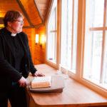 Liperin seurakunnan kappalainen Tiina Åkerfeldt viettää juhlavuotta: hänet vihittiin papiksi 25 vuotta sitten. Liperissä työvuosia on kertynyt 20.